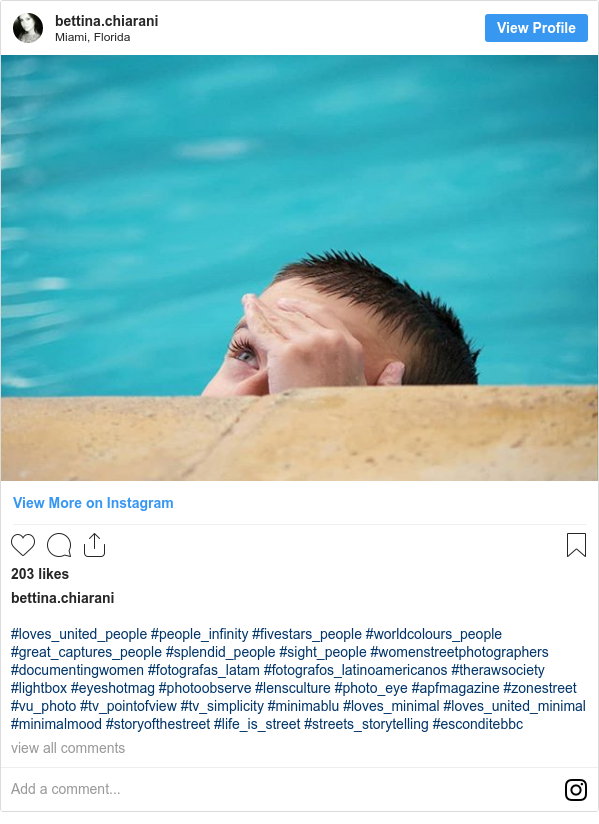 Publicación de Instagram por bettina.chiarani: #loves_united_people #people_infinity #fivestars_people #worldcolours_people #great_captures_people #splendid_people #sight_people #womenstreetphotographers #documentingwomen #fotografas_latam #fotografos_latinoamericanos #therawsociety #lightbox #eyeshotmag #photoobserve #lensculture #photo_eye #apfmagazine #zonestreet #vu_photo #tv_pointofview #tv_simplicity #minimablu #loves_minimal #loves_united_minimal #minimalmood #storyofthestreet #life_is_street #streets_storytelling #esconditebbc