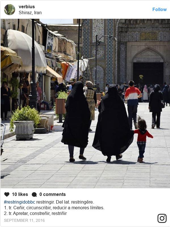 Publicación de Instagram por verbius: #restringidobbc restringir.  Dellat.restringĕre.  1.tr.Ceñir,circunscribir,reduciramenoreslímites.  2.tr.Apretar,constreñir,restriñir