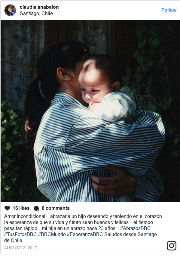 Publicación de Instagram por claudia.anabalon: Amor incondicional... abrazar a un hijo deseando y teniendo en el corazón la esperanza de que su vida y futuro sean buenos y felices... el tiempo pasa tan rápido... mi hija en un abrazo hace 23 años... #AbrazosBBC #TusFotosBBC #BBCMundo #EsperanzaBBC Saludos desde Santiago de Chile