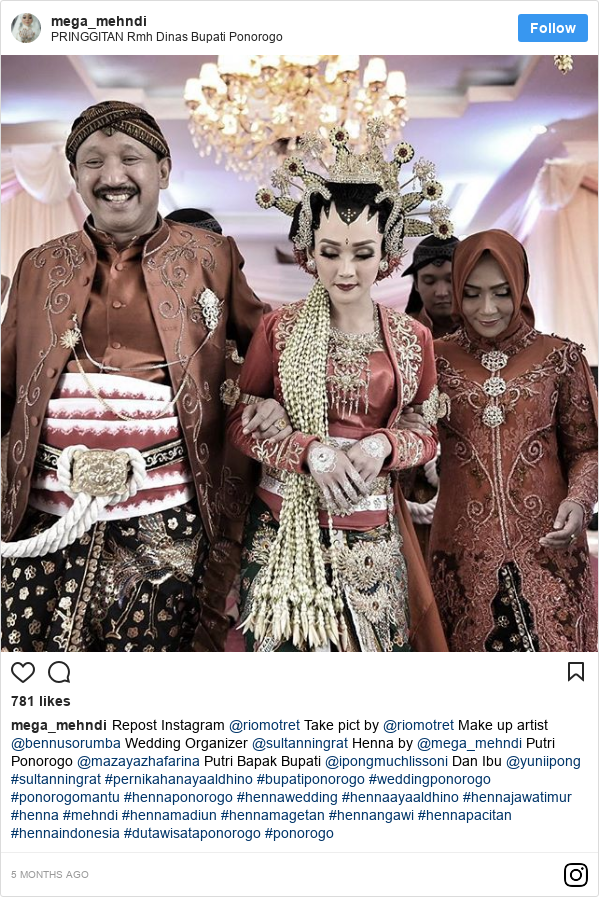 Instagram pesan oleh mega_mehndi: Repost Instagram @riomotret  Take pict by @riomotret Make up artist @bennusorumba Wedding Organizer @sultanningrat Henna by @mega_mehndi  Putri Ponorogo @mazayazhafarina  Putri Bapak Bupati @ipongmuchlissoni Dan Ibu @yuniipong  #sultanningrat #pernikahanayaaldhino #bupatiponorogo #weddingponorogo #ponorogomantu #hennaponorogo #hennawedding #hennaayaaldhino #hennajawatimur #henna #mehndi #hennamadiun #hennamagetan #hennangawi #hennapacitan #hennaindonesia #dutawisataponorogo #ponorogo