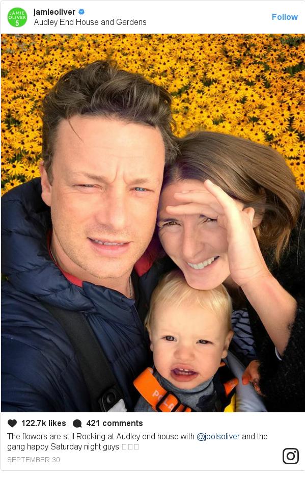 انسٹا گرام پوسٹس jamieoliver کے حساب سے: The flowers are still Rocking at Audley end house with @joolsoliver and the gang happy Saturday night guys 🍻👍✊️
