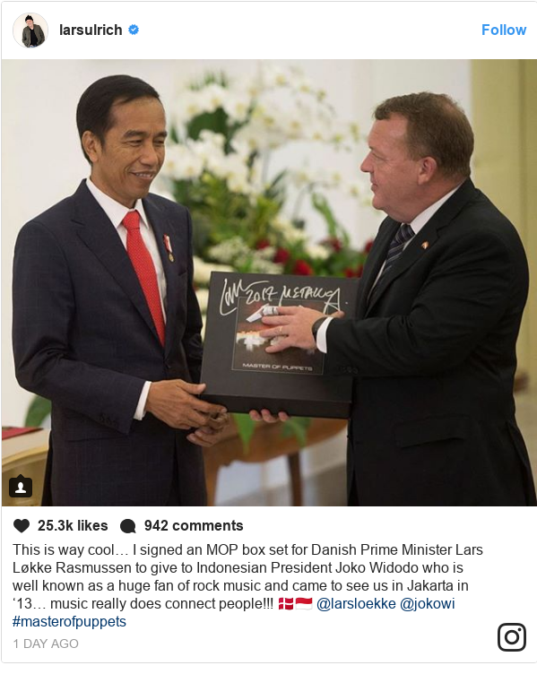 Instagram pesan oleh larsulrich: This is way cool… I signed an MOP box set for Danish Prime Minister Lars Løkke Rasmussen to give to Indonesian President Joko Widodo who is well known as a huge fan of rock music and came to see us in Jakarta in '13… music really does connect people!!! 🇩🇰🇮🇩 @larsloekke @jokowi #masterofpuppets