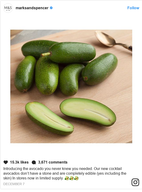 Publicación de Instagram por marksandspencer: Introducing the avocado you never knew you needed. Our new cocktail avocados don't have a stone and are completely edible (yes including the skin) In stores now in limited supply. 🥑🥑🥑