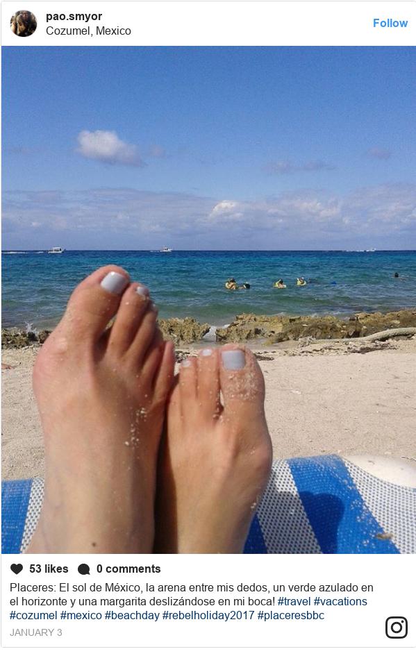 Publicación de Instagram por pao.smyor: Placeres  El sol de México, la arena entre mis dedos, un verde azulado en el horizonte y una margarita deslizándose en mi boca!  #travel #vacations #cozumel #mexico #beachday #rebelholiday2017 #placeresbbc