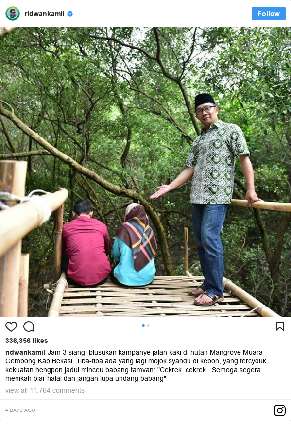 "Instagram pesan oleh ridwankamil: Jam 3 siang, blusukan kampanye jalan kaki di hutan Mangrove Muara Gembong Kab Bekasi. Tiba-tiba ada yang lagi mojok syahdu di kebon, yang tercyduk kekuatan hengpon jadul minceu babang tamvan  ""Cekrek..cekrek...Semoga segera menikah biar halal dan jangan lupa undang babang"""