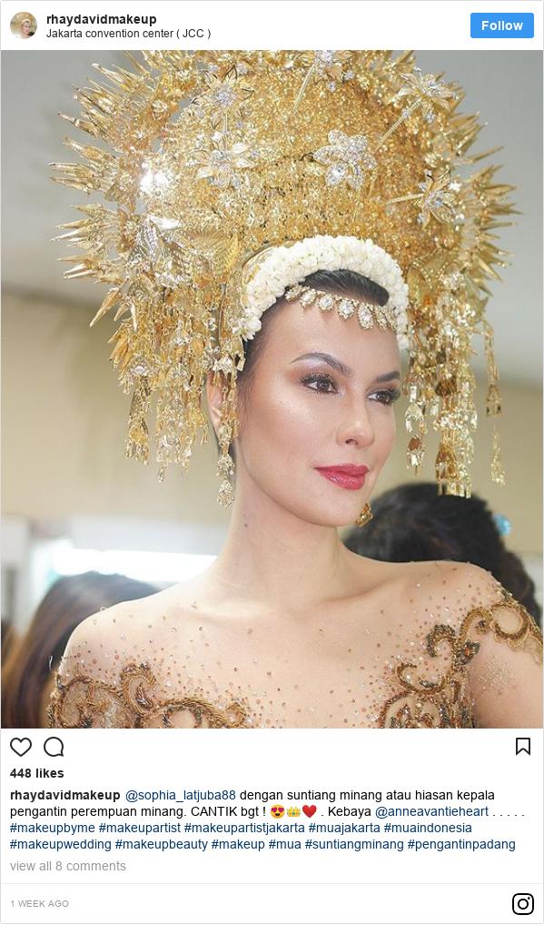Instagram pesan oleh rhaydavidmakeup: @sophia_latjuba88 dengan suntiang minang atau hiasan kepala pengantin perempuan minang. CANTIK bgt ! 😍👑❤️ . Kebaya @anneavantieheart . . . . . #makeupbyme #makeupartist #makeupartistjakarta #muajakarta #muaindonesia #makeupwedding #makeupbeauty  #makeup #mua #suntiangminang #pengantinpadang