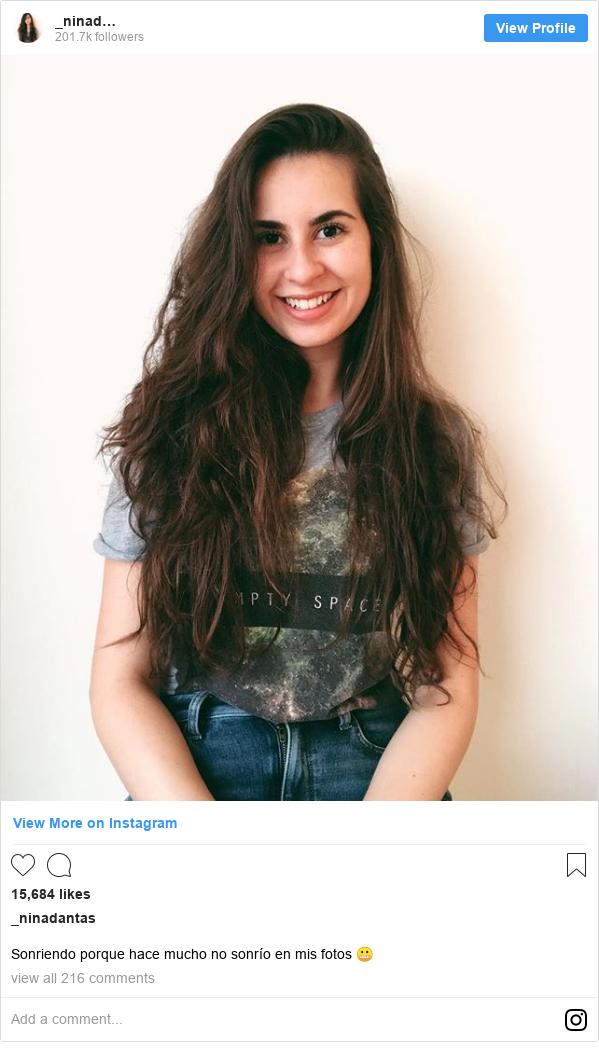 Publicación de Instagram por _ninadantas: Sonriendo porque hace mucho no sonrío en mis fotos 😬