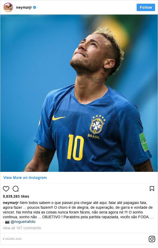 Publicación de Instagram por neymarjr: Nem todos sabem o que passei pra chegar até aqui, falar até papagaio fala, agora fazer ... poucos fazem!! O choro é de alegria, de superação, de garra e vontade de vencer. Na minha vida as coisas nunca foram fáceis, não seria agora né !!! O sonho continua, sonho não ... OBJETIVO !  Parabéns pela partida rapaziada, vocês são FODA. . . . 📷 @nogueirafoto