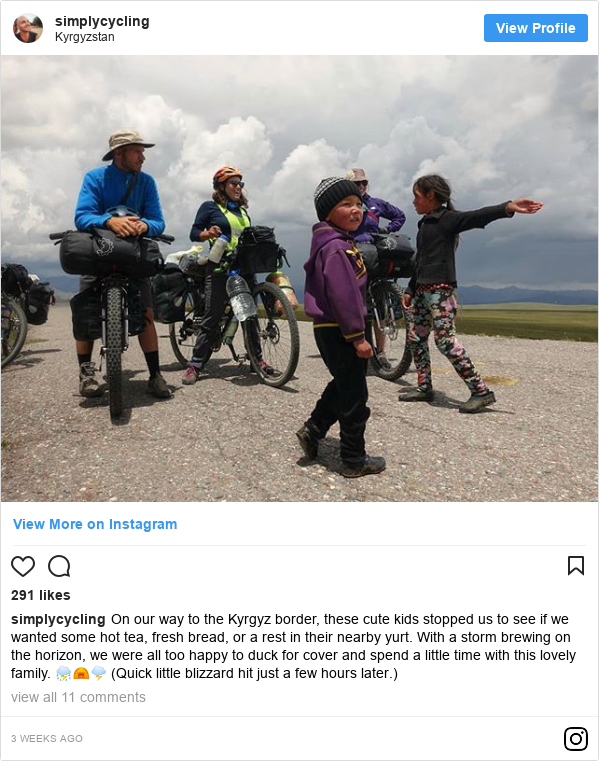 Instagram post de simplycycling: On our way to the Kyrgyz border, these cute kids stopped us to see if we wanted some hot tea, fresh bread, or a rest in their nearby yurt. With a storm brewing on the horizon, we were all too happy to duck for cover and spend a little time with this lovely family. ⛈️⛺🌩️ (Quick little blizzard hit just a few hours later.)