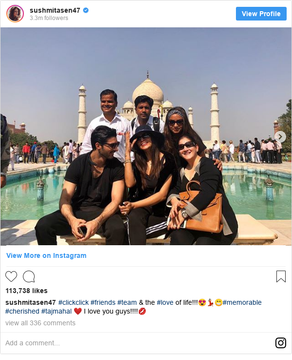 इंस्टाग्राम पोस्ट sushmitasen47: #clickclick #friends #team & the #love of life!!!😍💃🏻😁#memorable #cherished #tajmahal ❤️ I love you guys!!!!💋