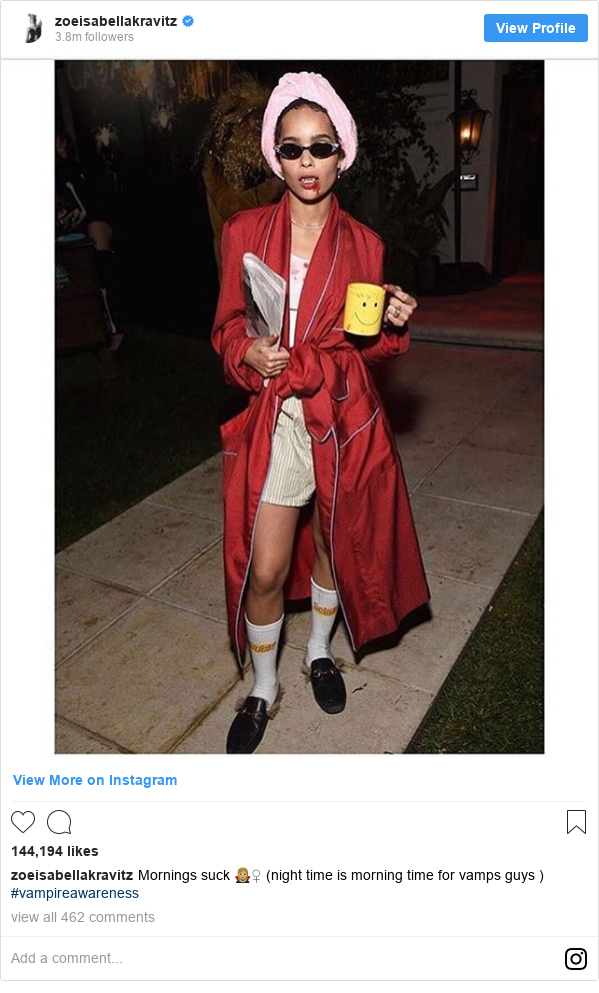 Instagram пост, автор: zoeisabellakravitz: Mornings suck 🧛🏼♀️ (night time is morning time for vamps guys ) #vampireawareness