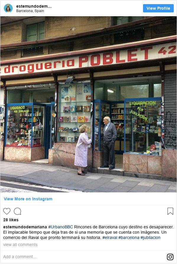 Publicación de Instagram por estemundodemariana: #UrbanoBBC Rincones de Barcelona cuyo destino es desaparecer. El implacable tiempo que deja tras de si una memoria que se cuenta con imágenes. Un comercio del Raval que pronto terminará su historia. #elraval #barcelona #jubilacion