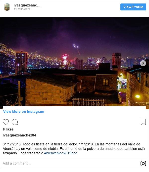Publicación de Instagram por lvasquezsanchez84: 31/12/2018. Todo es fiesta en la tierra del dolor. 1/1/2019. En las montañas del Valle de Aburrá hay un velo como de niebla. Es el humo de la pólvora de anoche que también está atrapado.  Toca tragárselo #bienvenido2019bbc