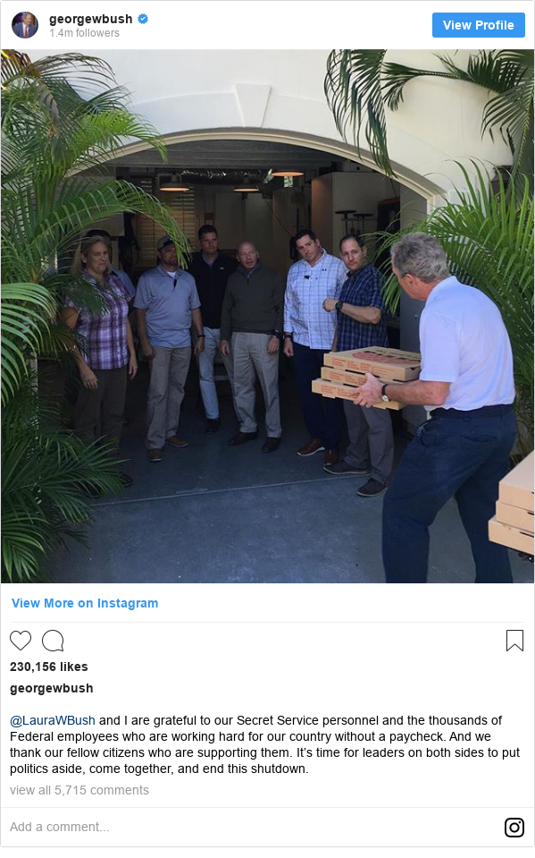 US shutdown: George W Bush gives pizza to security team