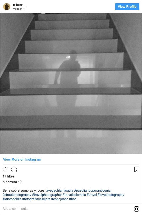 Publicación de Instagram por n.herrera.10: Serie sobre sombras y luces. #vegachíantioquia  #puebliandoporantioquia  #streetphotography  #travelphotographer  #travelcolombia  #travel  #lovephotography  #lafotodeldia #fotografiacallejera #espejobbc #bbc