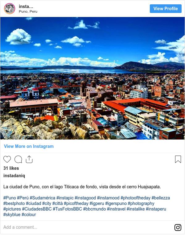 Publicación de Instagram por instadaniq: La ciudad de Puno, con el lago Titicaca de fondo, vista desde el cerro Huajsapata.  #Puno #Perú #Sudamérica #instapic #instagood #instamood #photooftheday #bellezza #bestphoto #ciudad #city #città #picoftheday #igperu #igerspuno #photography #pictures #CiudadesBBC #TusFotosBBC #bbcmundo #instravel #instalike #instaperu #skyblue #colour