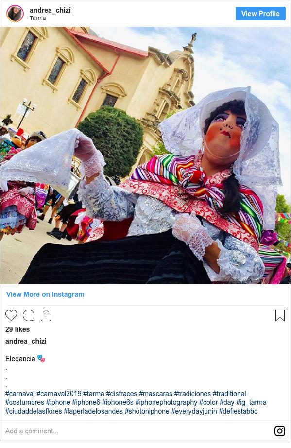 Publicación de Instagram por andrea_chizi: Elegancia 🎭 . . . #carnaval #carnaval2019 #tarma #disfraces #mascaras #tradiciones #traditional #costumbres #iphone #iphone6 #iphone6s #iphonephotography #color #day #ig_tarma #ciudaddelasflores #laperladelosandes #shotoniphone #everydayjunin #defiestabbc