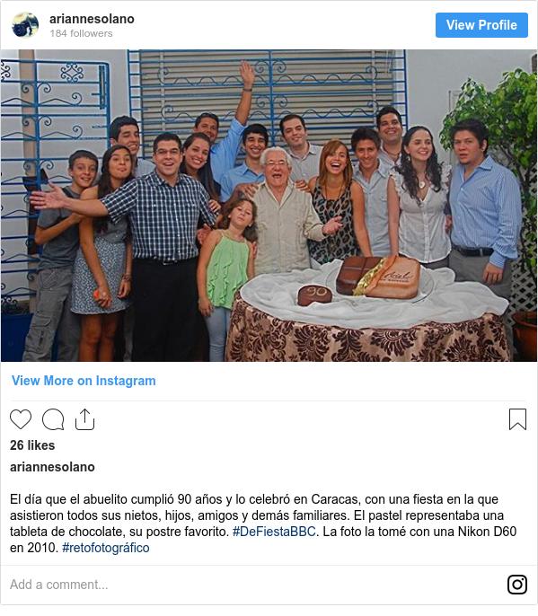 Publicación de Instagram por ariannesolano: El día que el abuelito cumplió 90 años y lo celebró en Caracas, con una fiesta en la que asistieron todos sus nietos, hijos, amigos y demás familiares. El pastel representaba una tableta de chocolate, su postre favorito. #DeFiestaBBC. La foto la tomé con una Nikon D60 en 2010. #retofotográfico
