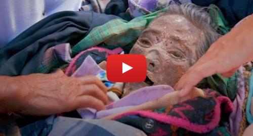 Publicación de Youtube por BBC News Mundo: El pueblo donde cuidan a los muertos como si estuvieran vivos