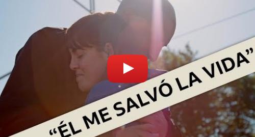 Publicación de Youtube por BBC News Mundo: El emotivo reencuentro de una joven con el extraño que la salvó del suicidio