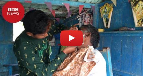 YouTube post de BBC News Brasil: A mulher que se veste como homem para trabalhar em uma barbearia na Índia