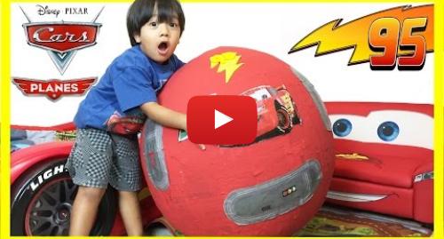 YouTube post de Ryan ToysReview: 100+ cars toys GIANT EGG SURPRISE OPENING Disney Pixar Lightning McQueen kids video Ryan ToysReview