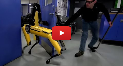 Youtube допис, автор: Guardian News: Human v robot dog  Boston Dynamics takes on its door-opening SpotMini