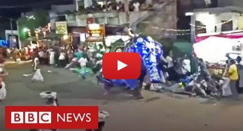YouTube post de BBC News Brasil: Elefante avança contra fiéis durante procissão no Sri Lanka