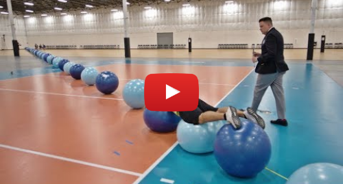 Publicación de Youtube por Dude Perfect: World Record Exercise Ball Surfing | Overtime 6 | Dude Perfect