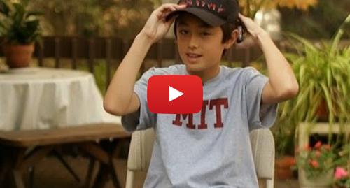 Publicación de Youtube por BBC News Mundo: Conozca al niño de 13 años que enseña en el MIT