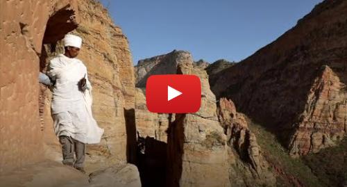 Publicación de Youtube por BBC News Mundo: El sacerdote que escala un precipicio a diario para llegar a un templo milenario
