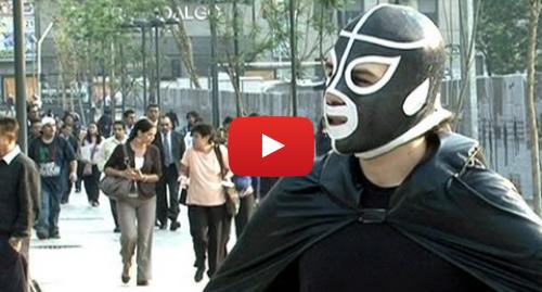 Publicación de Youtube por BBC News Mundo: Peatónito, el súper héroe de los peatones en Ciudad de México