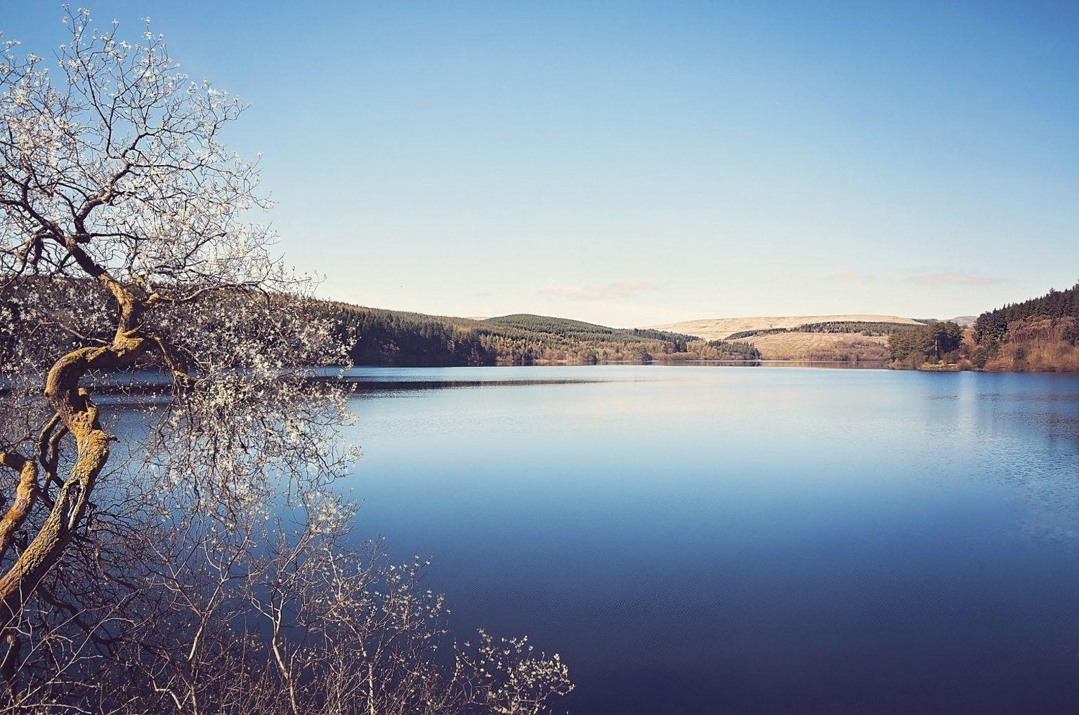 Cronfa ddŵr Ponsticill ger Merthyr Tudful