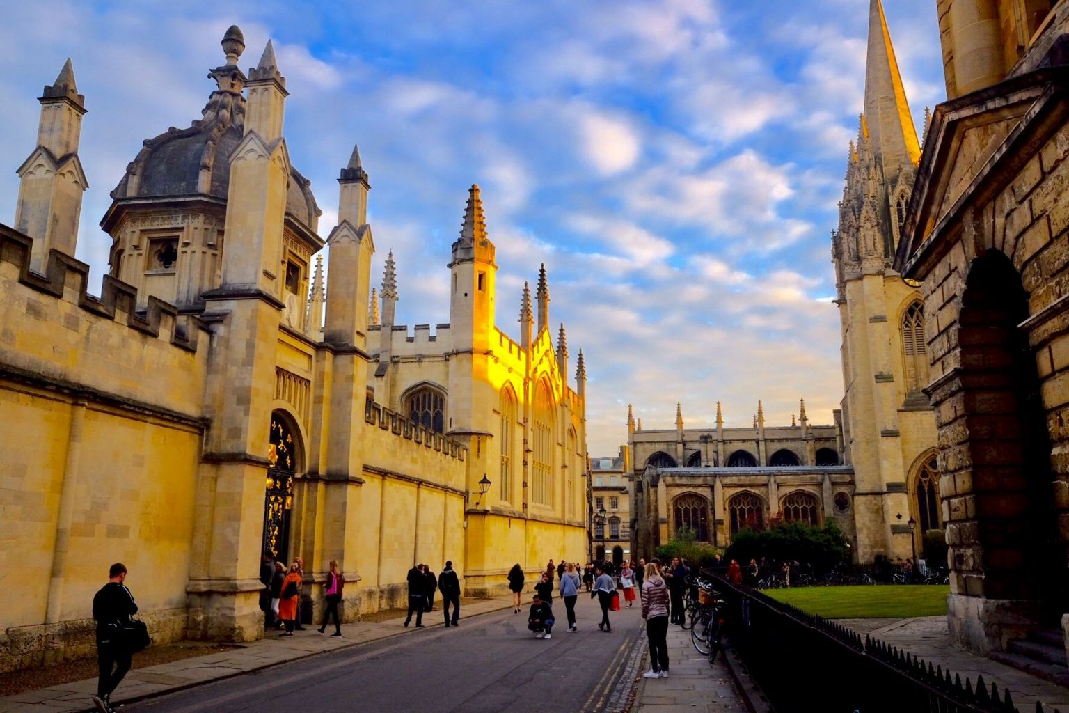 Oxford city centre by the Radcliffe Camera
