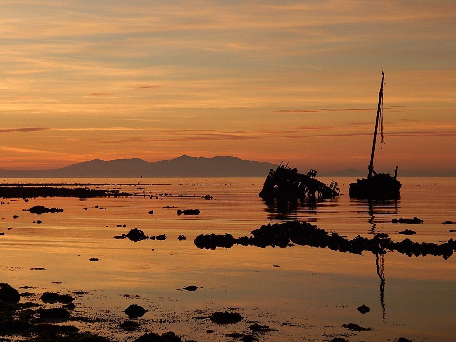 Sunken boat at Newton shore, Ayr