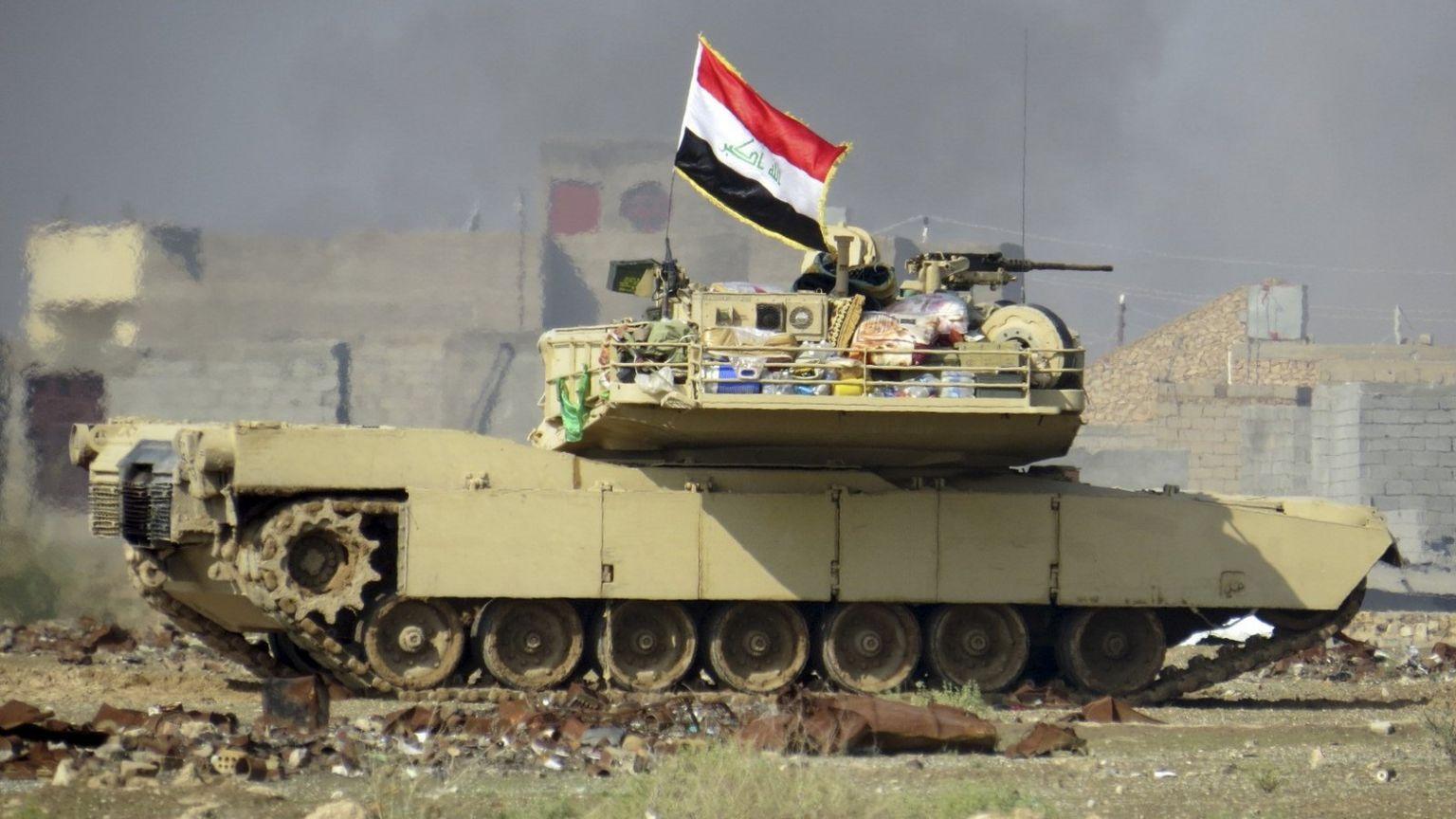 Iraqi army tank flies Iraqi national flag during battle in western suburbs of Ramadi (21 November 2015)