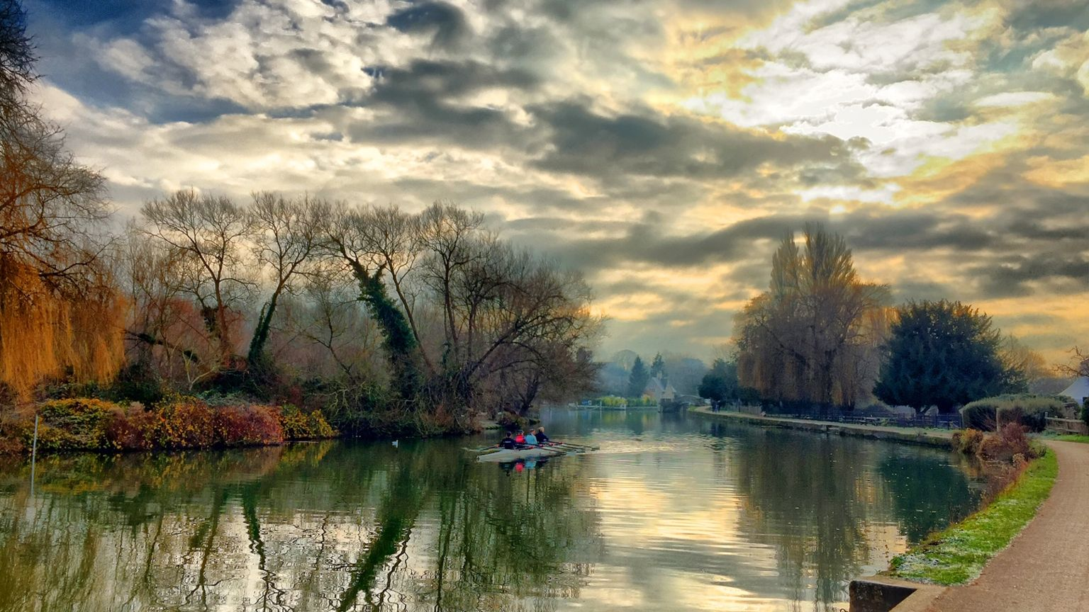 Rowers on the Thames towards Iffley in Oxford
