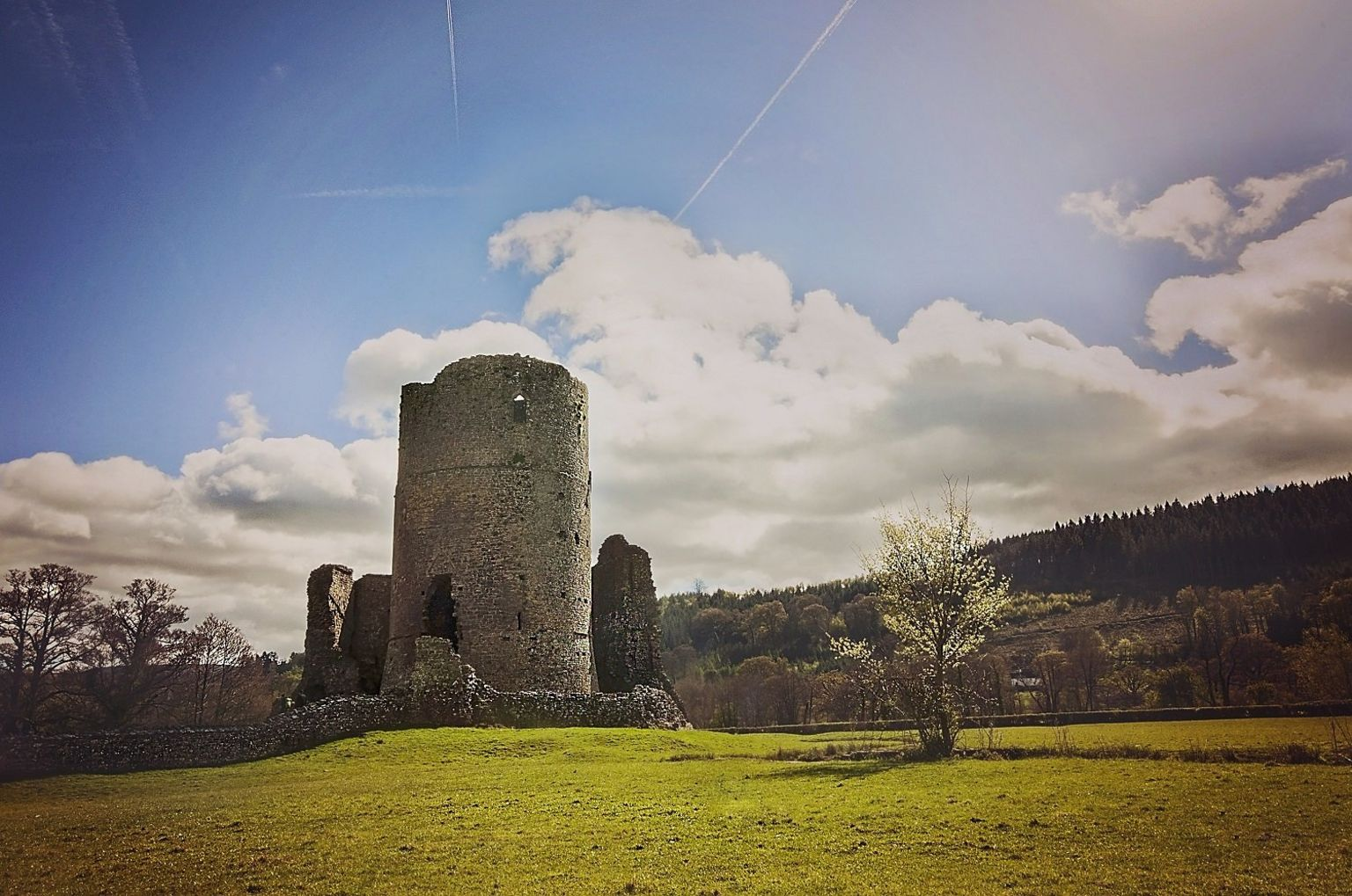 Adfeilion castell Tretŵr