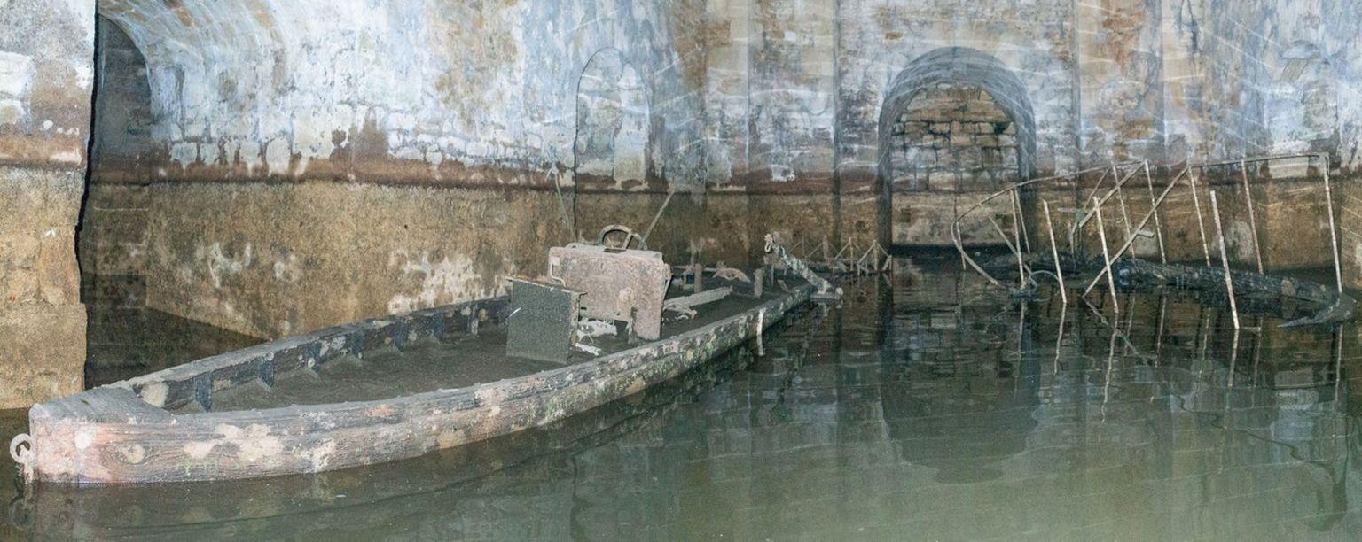 Sunken boat at Blenheim Palace