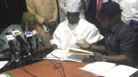 Tsohon shugaban Najeriya Abdussalam Abubakar tare da Atiku Abubakar da shugaban jam'iyyar PDP Uche Secondus
