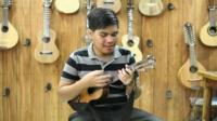Fernando Dagoc Junior playing guitar