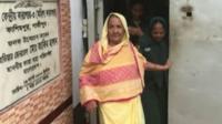 Безвинно осужденная женщина выходит из тюрьмы в Бангладеш