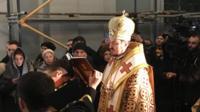 Службу проводять екзархи Вселенського патріарха в Україні архієпископ Даниїл та єпископ Іларіон (на фото)