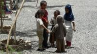Displaced children in Yemen