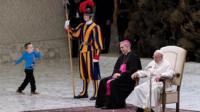 Мальчик прервал аудиенцию папы римского