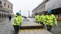 Removal of walkway from flooded St Mark's Square, 15 Nov 19