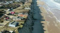 13 домов в британском Хемсби со дня на день упадут с обрыва
