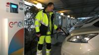 Thomas Wester-Andersen of Frederiksberg Forsyning unhooking his car