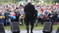 Юрий Лужков на сцене