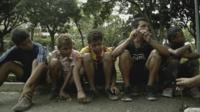 Все больше детей в Венесуэле оказываются на улицах.